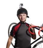 Varón deportivo en casco con la cámara de la acción Aislado Imagen de archivo libre de regalías