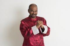 Varón indio con ropa china del Año Nuevo Foto de archivo