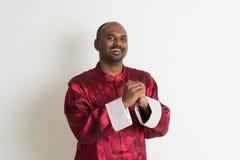 Varón indio con ropa china del Año Nuevo Imagenes de archivo