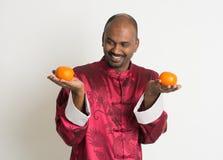 Varón indio con ropa china del Año Nuevo Imagen de archivo