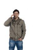 Varón joven usando smartphone Fotografía de archivo libre de regalías