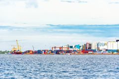 VARÓN, MALDIVAS - NOVIEMBRE, 27, 2016: Vista de la ciudad del varón fotos de archivo libres de regalías