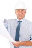 Varón profesional mayor del arquitecto con el casco Foto de archivo libre de regalías