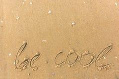 Var coolt skriftlig på strandsanden Royaltyfri Foto
