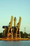 var den kranar anslutade laddade klara shipen för port till Arkivbilder