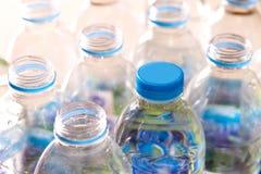 var flaskor på burk plast- återanvänt vatten Royaltyfri Bild