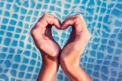 var kan fyllt bilda isolerad behovsform för händer hjärta, whatever white dig Royaltyfri Bild