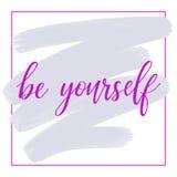 Var själv - citationstecknet för text, för motivationen och för inspiration för inskrift för rosa färghandbokstäver det positiva, royaltyfri illustrationer