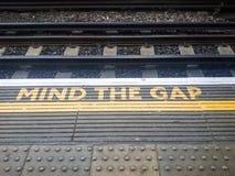 Vara besvärad Gap undertecknar Royaltyfri Foto