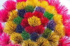 Vara colorida do incenso para arranjar no teste padrão circular bonito fotografia de stock royalty free