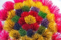 Vara colorida do incenso para arranjar no teste padr?o circular bonito fotografia de stock royalty free