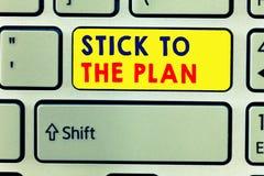 Vara da escrita do texto da escrita ao plano O significado do conceito a aderir a algum plano e a não se afastar dele segue fotografia de stock