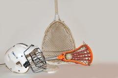 Vara do Lacrosse e equipamento do goalie imagem de stock