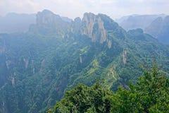 vara för bergberg för byggnader kommande landskap Arkivfoton