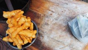 Vara fritada da massa na loja longa do quiosque do punho da peneira Foto de Stock Royalty Free