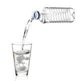 vara glas hällt vatten Royaltyfria Foton