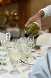 vara hälld champagne arkivfoton