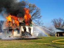 vara kontrollerad farlig brand Arkivbild