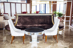 Vara slö område av ett hotell, klubban, företagslobby Royaltyfri Foto