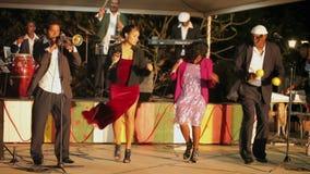 VARADERO, CUBA - 23 DE DEZEMBRO DE 2011: Faixa da música fora vídeos de arquivo
