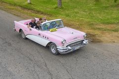 VARADERO KUBA, STYCZEŃ, - 05, 2018: Klasyka Buick różowy retro samochód Obraz Royalty Free
