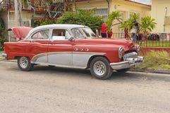 VARADERO KUBA, STYCZEŃ, - 05, 2018: Retro klasyczny Amerykański samochód Zdjęcia Stock