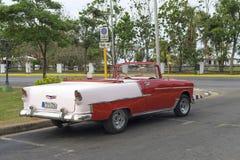 Varadero KUBA, STYCZEŃ, - 01, 2018: Rocznika klasyczny Amerykański samochód Fotografia Stock