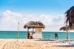 VARADERO, MATANZAS, CUBA - 18 DE MAIO DE 2017: Ideia do cargo de observação na praia Copie o espaço para o texto Imagem de Stock