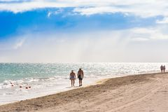 VARADERO MATANZAS, KUBA - MAJ 18, 2017: Sikt av den sandiga stranden Arkivfoto