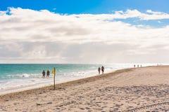 VARADERO MATANZAS, KUBA - MAJ 18, 2017: Sikt av den sandiga stranden Kopiera utrymme för text Royaltyfria Foton