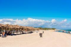 VARADERO MATANZAS, KUBA - MAJ 18, 2017: Sikt av den sandiga stranden Kopiera utrymme för text Fotografering för Bildbyråer