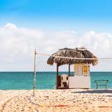 VARADERO MATANZAS, KUBA - MAJ 18, 2017: Sikt av observationsstolpen på stranden Närbild Royaltyfri Bild