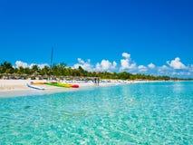 Varadero-Strand in Kuba fotografierte vom Meer lizenzfreie stockbilder