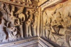 Varaha grotta - en Unesco-världsarv - i Mamallapuram (Mahabalipuram) i Tamil Nadu, Indien Royaltyfri Foto