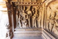 Varaha grotta - en Unesco-världsarv - i Mamallapuram (Mahabalipuram) i Tamil Nadu, Indien royaltyfria bilder