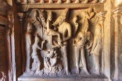 Varaha grotta - en Unesco-världsarv - i Mamallapuram (Mahabalipuram) i Tamil Nadu, Indien fotografering för bildbyråer