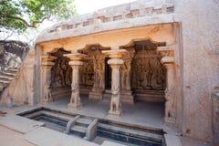 Varaha grottatempel i Mamallapuram (Mahabalipuram) i Tamil Nadu, Indien Arkivfoto