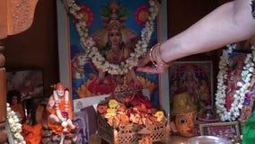 Varalakshmi Pooja zu Hause Indien stock footage