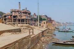 VARANASI, ÍNDIA - 25 DE OUTUBRO DE 2016: Vista do crematório elétrico em Varanasi, Ind imagens de stock royalty free