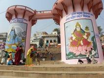 Varanasi, Ουτάρ Πραντές, Ινδία - 1 Νοεμβρίου 2009 να χτίσει και δομή γεφυρών σε Rajendra Prasad Ghat Στοκ Φωτογραφία