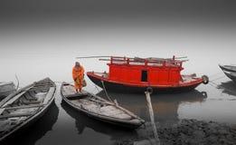 Varanasi - barco de casa fotografia de stock