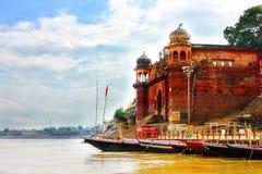 Varanasi die ghat baden Stock Foto