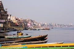 Varanasi, flodbank och ghats Royaltyfri Fotografi