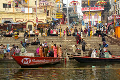 Varanasi Ganga ritualer Arkivbild