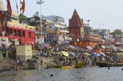 Varanasi, Ghat chez le Ganges Image stock