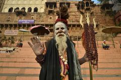 Varanasi, Inde, le 26 novembre 2017 : Portrait de sadhu Image stock