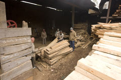 VARANASI, INDIA � DEC 7, 2015: Unidentified Indian Carpenters at Royalty Free Stock Image