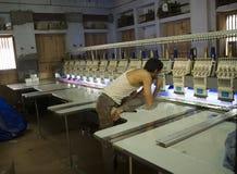 VARANASI, INDIA – DEC 9, 2013: Unidentified Indian man makes a Stock Photos