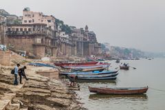 VARANASI, INDIA - OCTOBER 25, 2016: View of a Ghat riverfront steps of sacred river Ganges in Varanasi, Ind. Ia stock photos