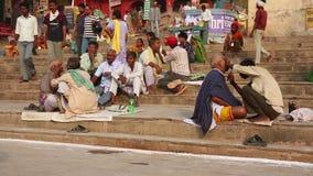 VARANASI INDIEN - MAJ 2013: Daglig plats vid Ganges River arkivfilmer